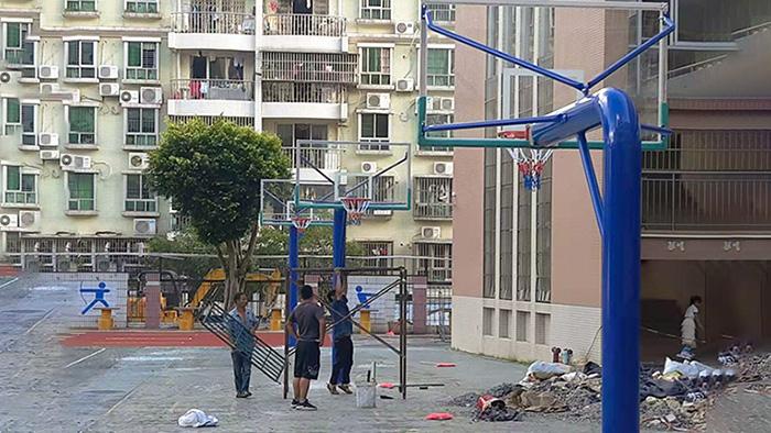 固定篮球架与移动篮球架的秘密 做一个善于观察的人