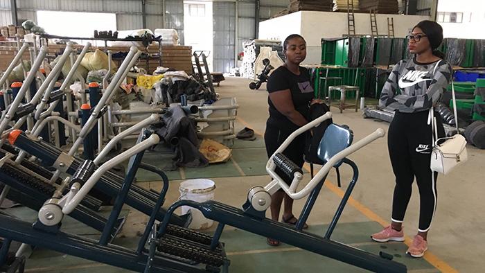 南非客户考察给力体育工厂