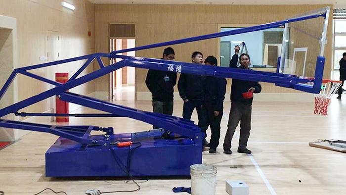 佛山南海大沥镇凤东体育馆安装手动液压篮球架项目完毕