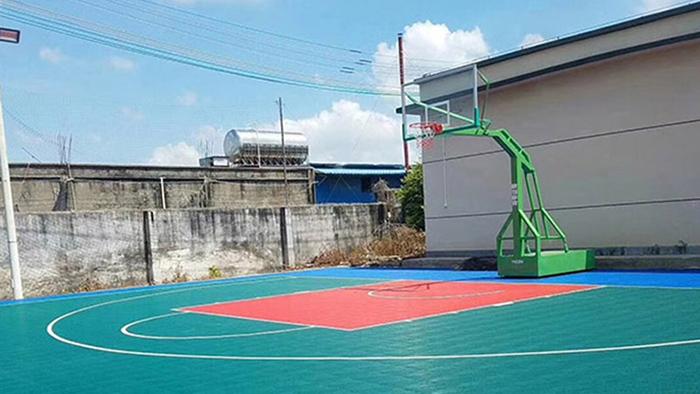 前方报道 中山五桂山区篮球架翻新改造硅PU球场 附近居民乐开了花