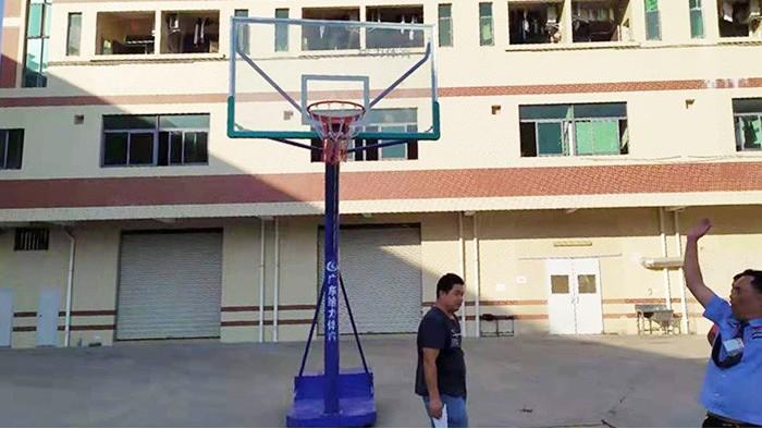 可移动篮球架价钱