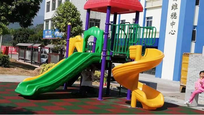 户外儿童滑梯
