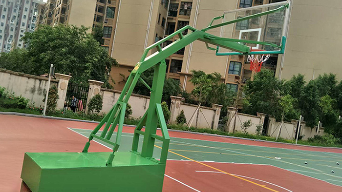 小区空地秒变篮球架,为居民带来运动福利