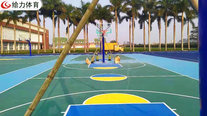 召唤广东篮球架厂家  广东给力体育闪现安装户外篮球架获好评