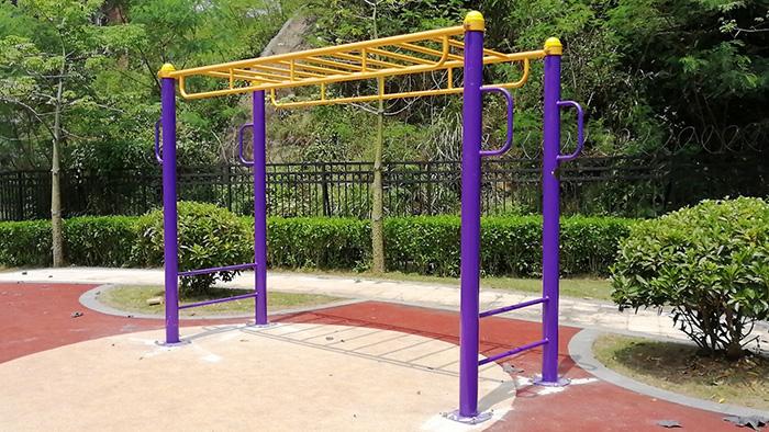 台山海宴中学户外体育设施23付新国标单双杠漂亮完工