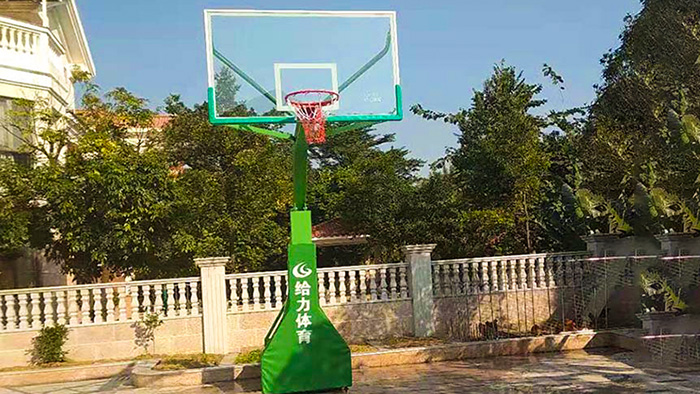 热烈祝贺鹤山碧桂园傲湖峰私人别墅移动篮球架完成验收
