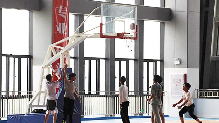 给力体育供应安装的移动篮球架的各项参数