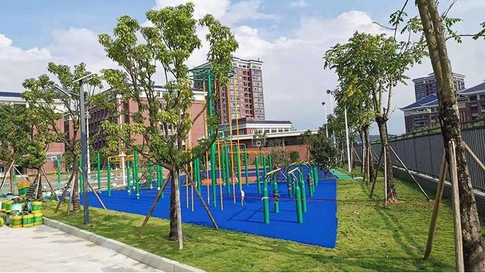 广州小区又增多样化户外健身器材若干套,为助大家撕春膘