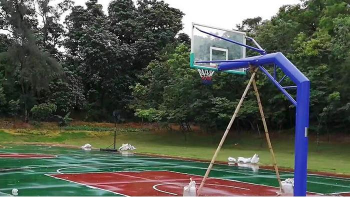 湛江市君临世纪城居民春节期间好去处 篮球架是焦点