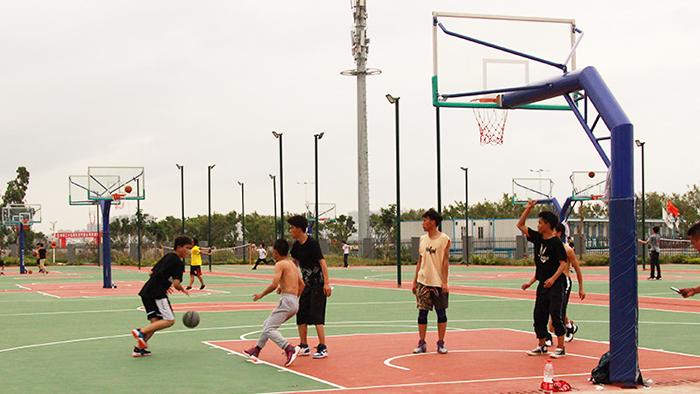 来自珠海香洲区潮联小学加长锥形壁挂式篮球架报价中的问答