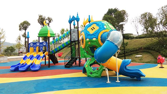 给力体育承接韶关丹霞新城小区移动篮球架,球场灯光围网工程项目