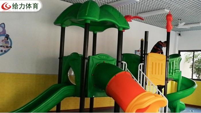 清远小区幼儿园安装的塑胶滑滑梯组合,不同年龄段孩子应该怎么玩